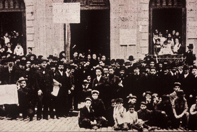000012_G.Sapriza_huelga trabajadores-as fabrica de fosforos 1901.JPG