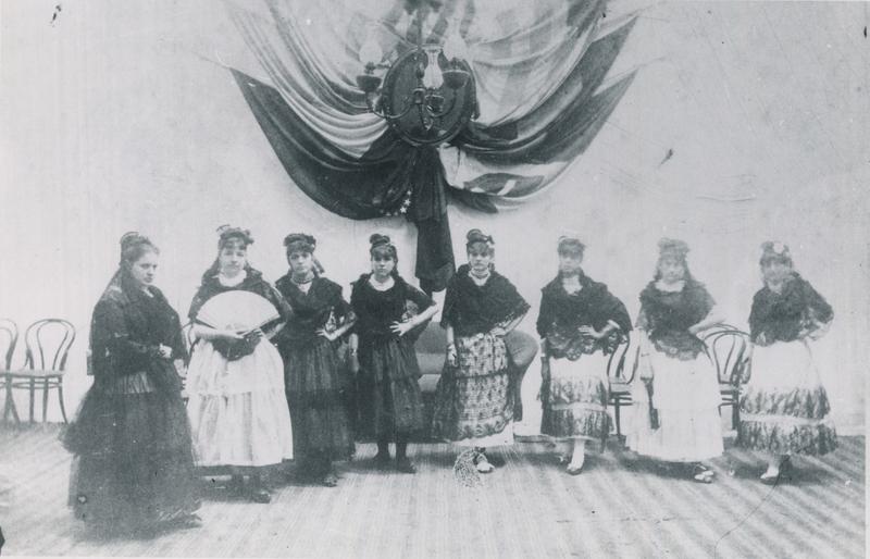 557 Jovenes de Durazno en velada de 1889.jpg