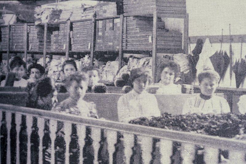 000013_G.Sapriza_trabajadoras en tabacalera, sección produccion, decada del 10.JPG