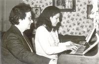 621 Profesora de m+¦sica con su disc+¡pula en La Paz.1972.jpg